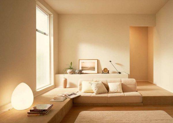 spalnya-v-stile-minimalizm-v-bezhevom-tsvete