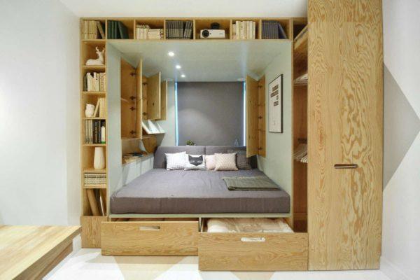 dizajn-spalni-11-kv-m-s-mnogofunkcionalnoj-krovatyu-1024x683
