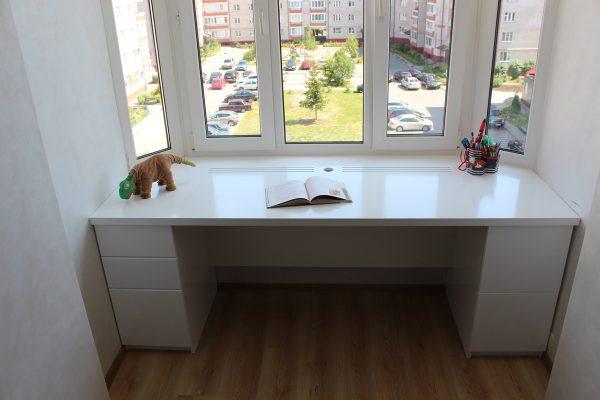stol-podokonnik-originalnye-idei-organizacii-prostranstva-v-detskoj-1