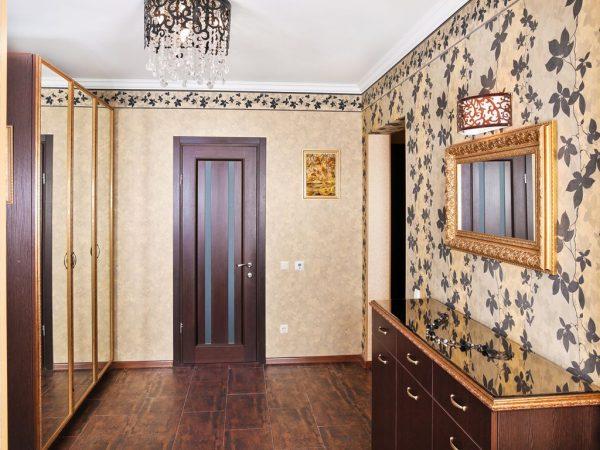 vinilovye-oboi-v-koridor