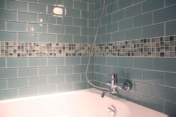 Методы укладки плитки в ванной комнате