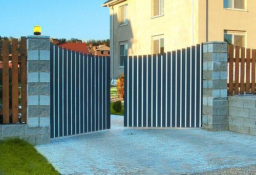 Что такое распашные ворота и чем они характеризуются?